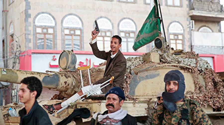 Husiler ile devlet güçleri arasında çatışmalar devam ediyor.