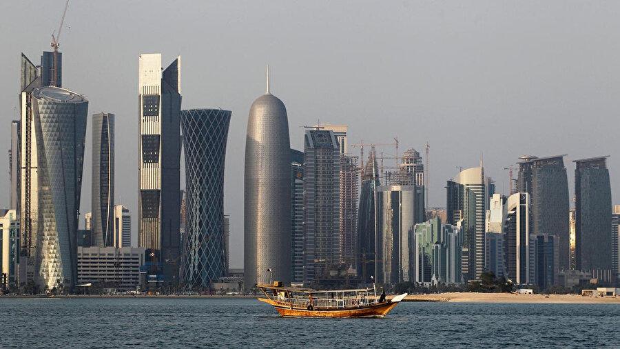 Abluka yüzünden ciddi bir ekonomik kayıpla karşı karşıya kalan Katar, yeni alternatiflere yöneldi.