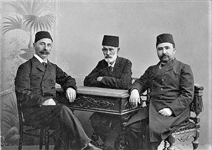 Soldan sağa İsmail Gaspıralı, Hasan Bey Zerdabi, Alimerdan Bey Topçubaşov ( Bakü, 1907)