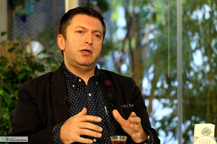 1995 yılında girdiği medya sektöründe birçok farklı görev üstlendi.