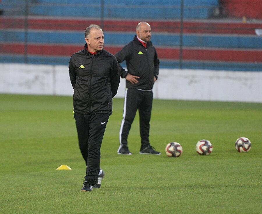 Teknik direktör Taner Öcal, takımının başında ilk antrenmanına çıktı...