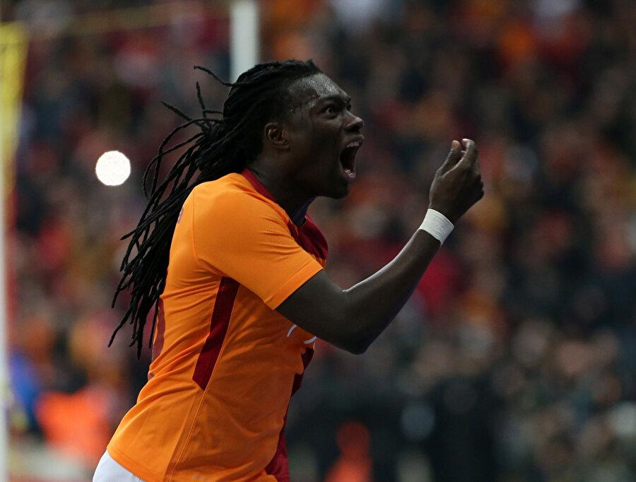 Fransız golcü, geçen sezon kendisi hakkında maaşına zam istediği yönünde çıkan haberlere gol sevinciyle cevap vermişti.