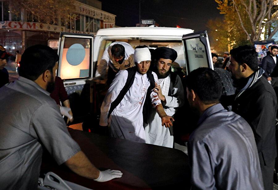 Saldırganın, mevlit törenin gerçekleştirildiği salonda üzerindeki bombalı düzeneği patlatması sonucu birçok kişi hayatını kaybetti.