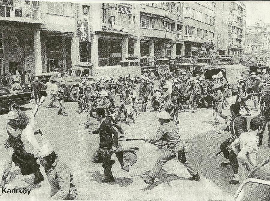 Kolluk güçleri ile üniversite öğrencileri ile sık sık karşı karşıya geliyordu.