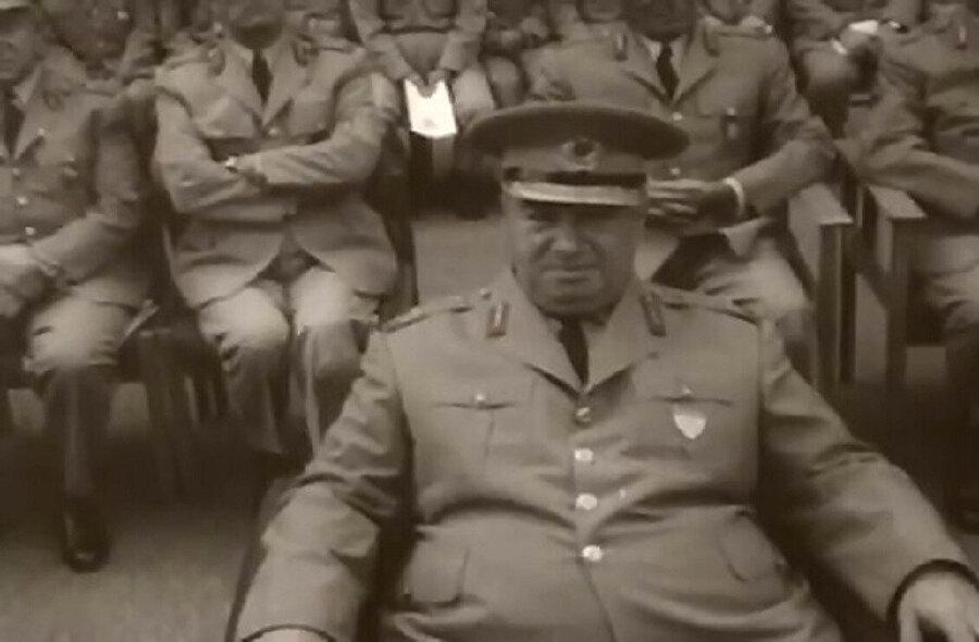 Cumhurbaşkanlığı seçimlerinde Faruk Gürler arkasına aldığı askerler ile sonucu bekliyordu.