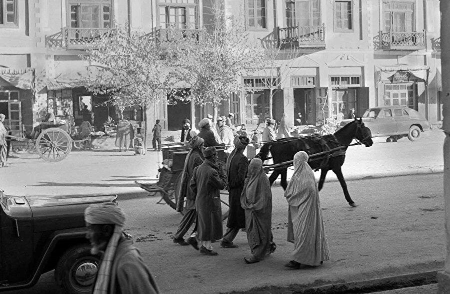 1951'de başkent Kabil'in sokaklarından alınan bir görüntü.