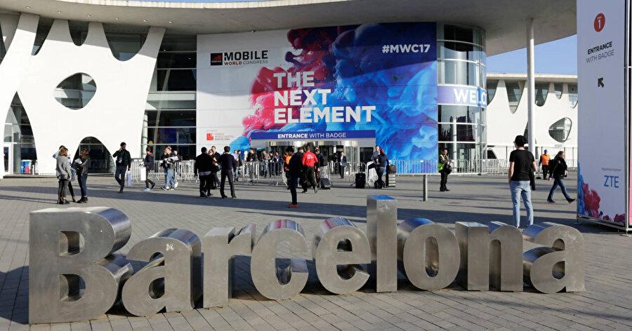 Katlanabilir Huawei telefonun Şubat'taki Mobile World Congress'te sahneye çıkacağı söyleniyor.