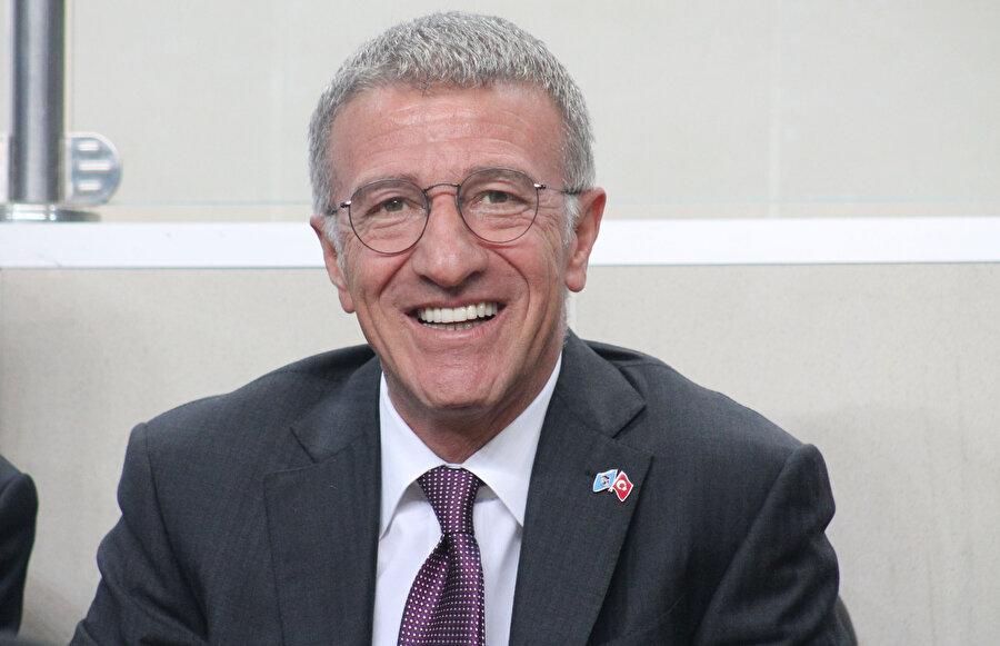 Trabzonspor Başkanı Ahmet Ağaoğlu katıldığı etkinlikte açıklamalarda bulunuyor.