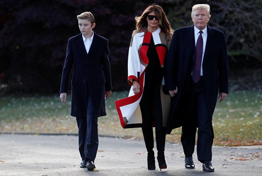 Donald Trump, eşi ve küçük oğluyla Beyaz Saray'da.