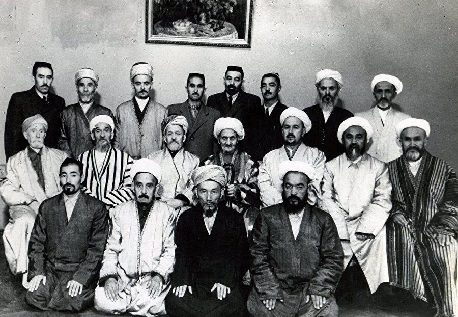 SADUM'un Dördüncü Kurultayı için toplanan temsilciler. Taşkent 1949.