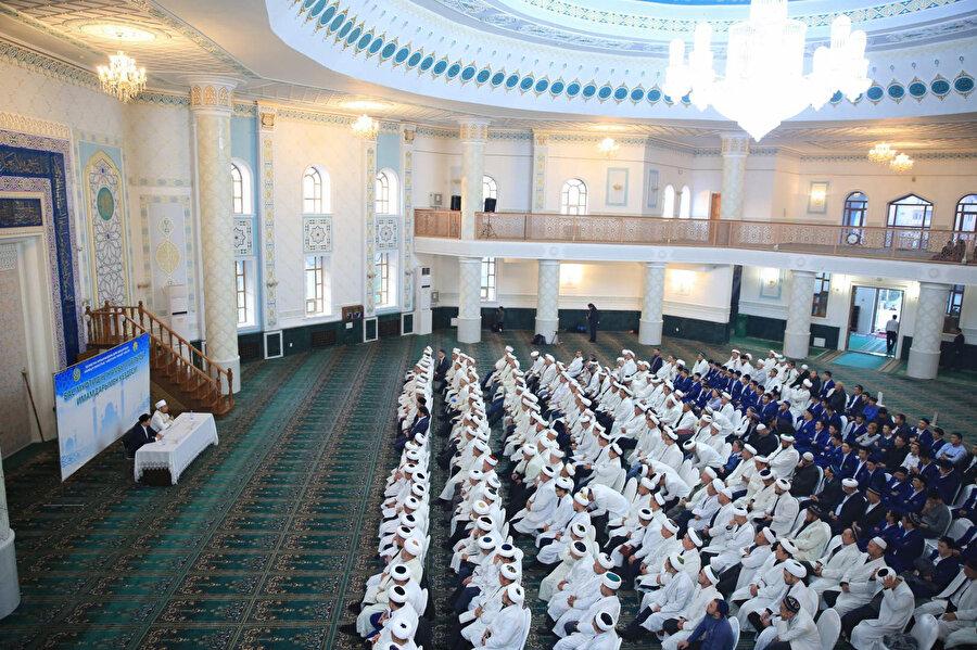 Müftü Serikbey Hacı Oraz başkanlığında Jambıl bölgesi imamlarının eğitim toplantısından bir kare.