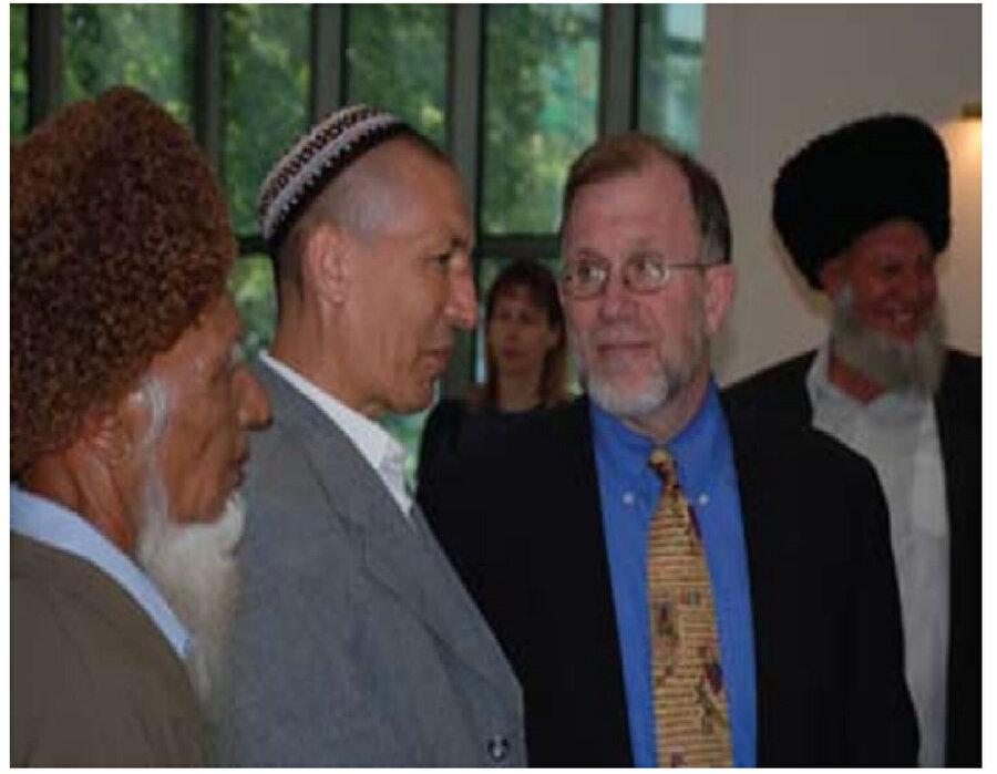 Türkmenistan'ın ilk müftüsü Nasrullah ibn İbadulla'yla (soldan ikinci) ilgili internet ortamında bulunan nadir fotoğraflardan biri.