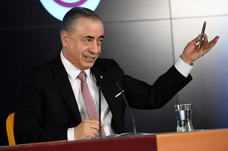 Mustafa Cengiz düzenlenen basın toplantısında sert ifadeler kullanıyor.