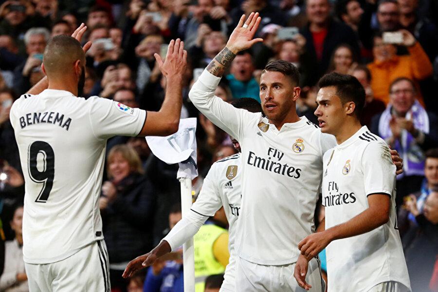 Ramos, gol sevincini takım arkadaşlarıyla paylaşırken...
