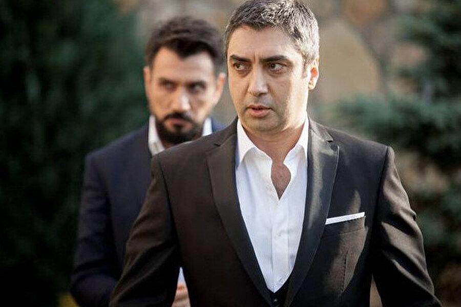Çekimleri Antalya bölgesinde yepyeni bir kasaba inşa edilerek gerçekleştirildiği ve polisiye konusunun işleneceği Necati Şaşmaz'ın Nöbet isimli sürpriz dizi projesinin Show TV ekranlarında yeni sezonda ekran serüvenine başlayacağı duyuruldu.