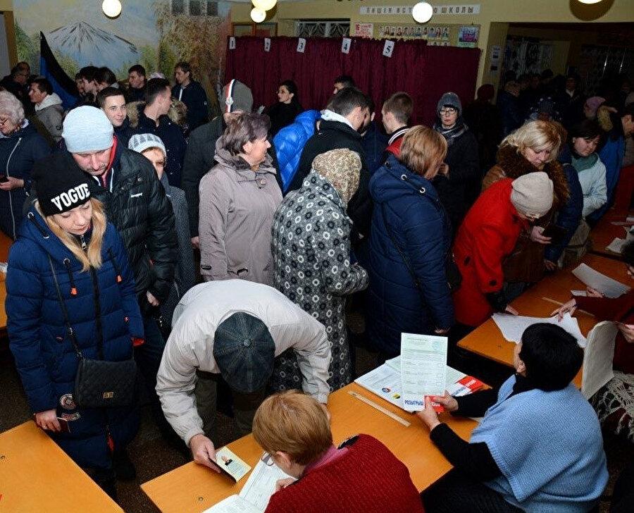 Rusya'nın desteğiyle Ukrayna'dan tek taraflı olarak bağımsızlığını ilan eden Donetsk ve Luhansk Halk Cumhuriyeti'nde geçen yıl seçimler gerçekleşmişti. NATO'dan Luhansk ve Donetsk'te düzenlenen seçimin tanınmayacağına yönelik bir açıklama gelmişti.
