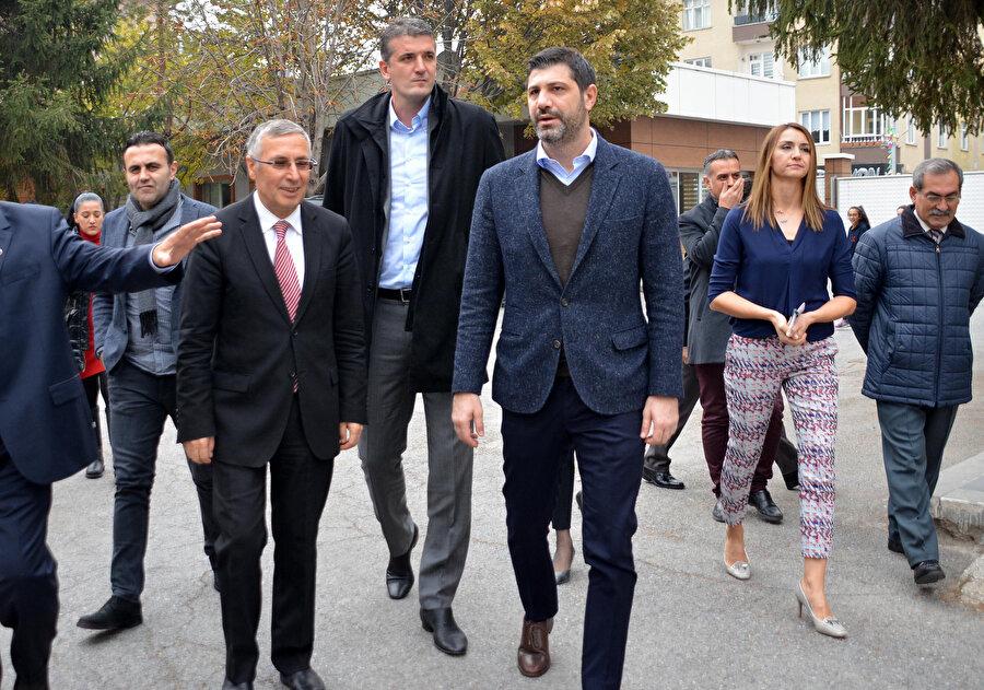 Ömer Onan, Hüseyin Beşok ile birlikte okul ziyaretinde bulundu.