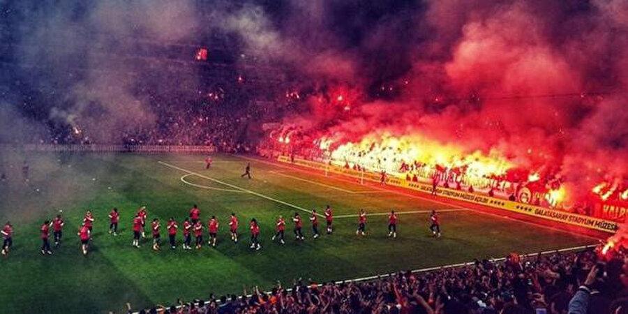 Arşiv: Galatasaray taraftar antrenmanı takip ediyor...