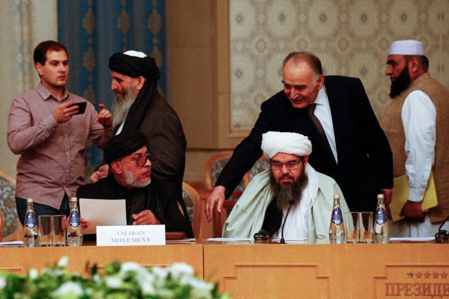 """Moskova'da Afganistan için yapılan ve yapılan barış görüşmelerinin ardından """"barış"""" fikri Afganistan gündemine yerleşti."""