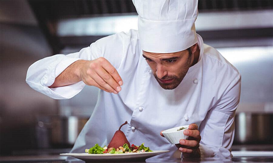 Milor, yemeklerin giderek lezzetini yitirmesinin sebebini görsel hazzın giderek daha ön plana çıkarılmasına bağladı.