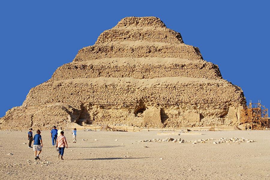 Şekil 3: Basamaklı Piramit.