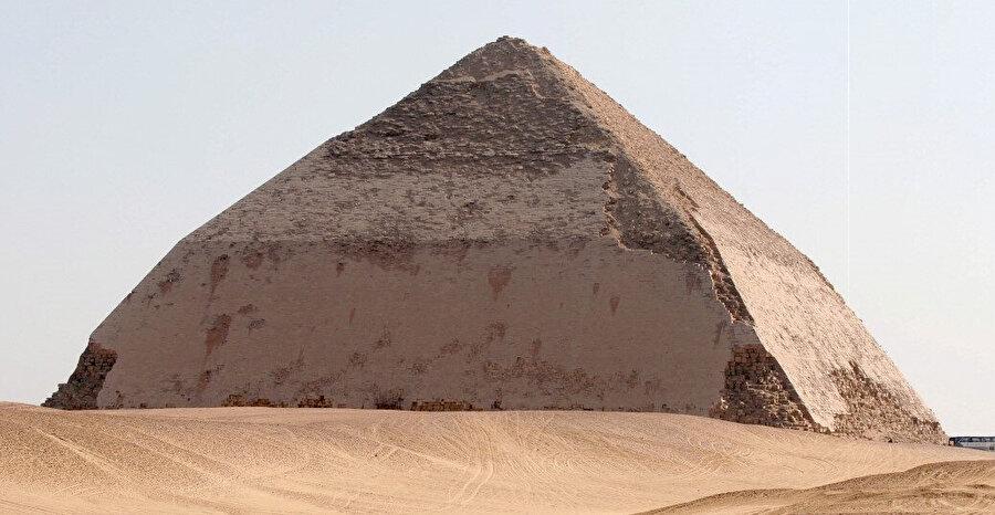 Şekil 5: Kavisli Piramit.