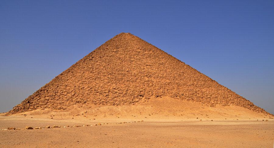 Şekil 6: Kırmızı Piramit.