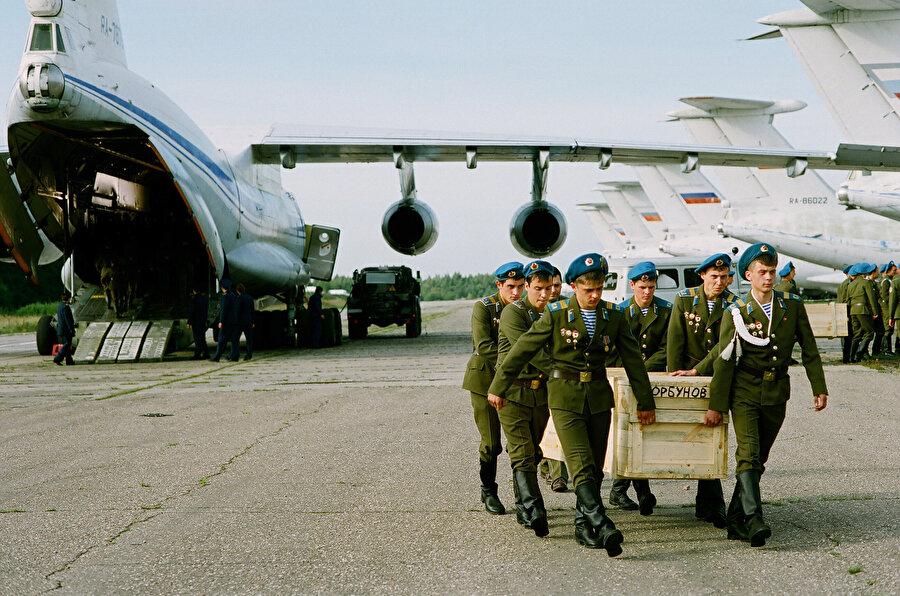 1994-1996 yılları arasında devam eden Birinci Çeçen Savaşı'nda Ruslar 14 bin askerini kaybetmişlerdi.