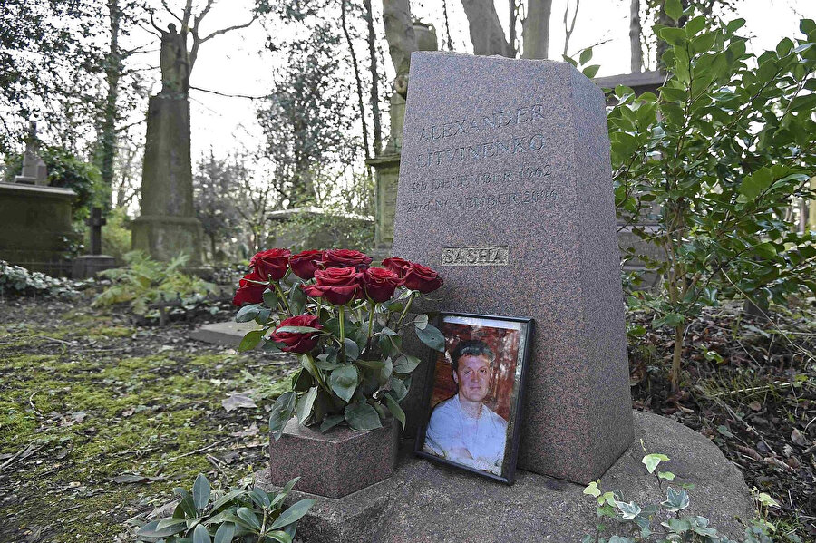 Aleksandr Litvinenko'nun Londra'da Highgate Mezarlığı'ndaki mezarı.