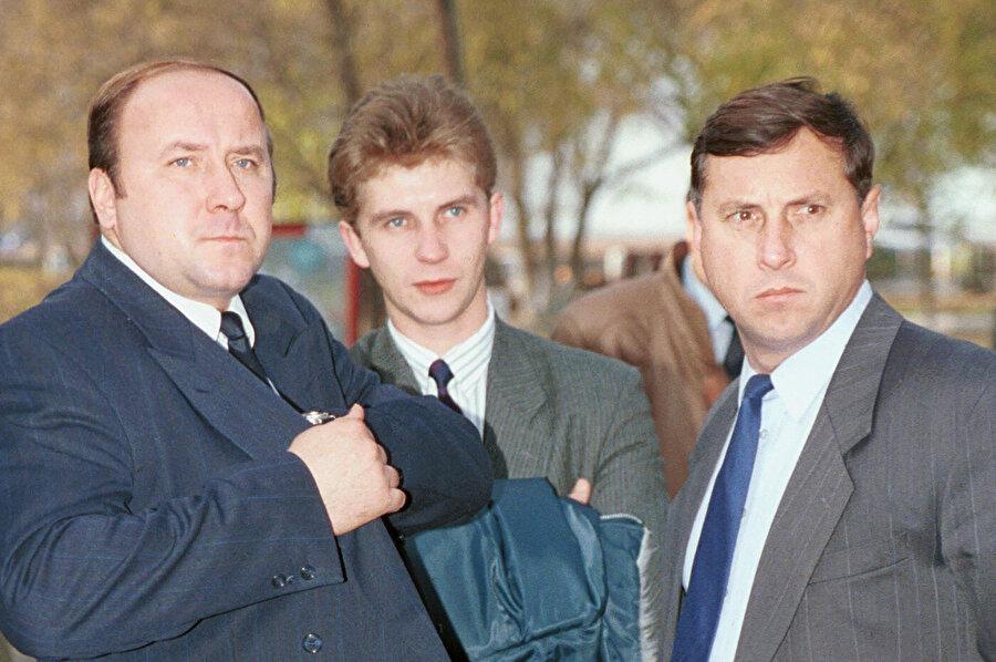 Rusya Federasyonu Başkanı Koruma Müdürü Aleksandr Korjakov (solda) ve FSB İkinci Başkanı Mihail Barsukov (sağda)