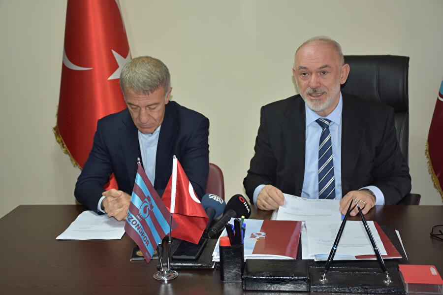 Trabzonspor Başkanı, yeni dönem için hazırladığı taahhütnameyi okuyor...