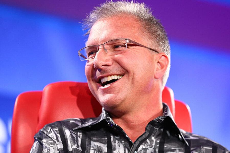 Apple'ın satış ve pazarlama konusundaki en önemli isimlerinden biri Grey Joswiak, şirkette uzun süredir görev yapıyor.