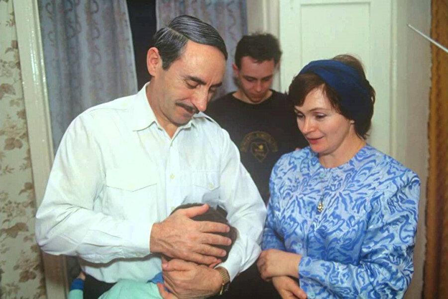 1947 doğumlu olan Alla Dudayeva Cohar Dudayev'le 1969 yılında evlendi.