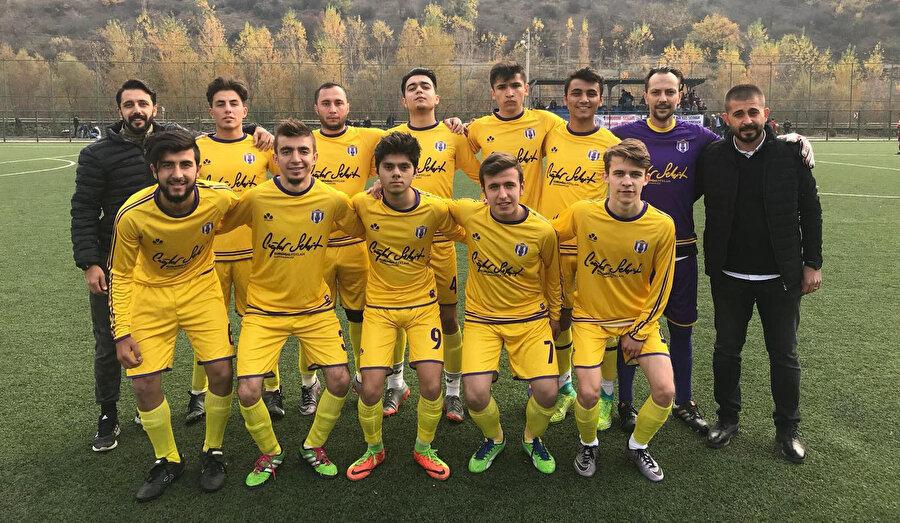 Safranbolusporlu futbolcular maç öncesinde takım fotoğrafı çektirdi.