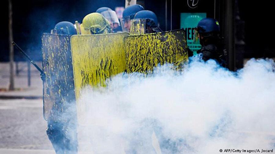Akaryakıt zamlarına karşı gösteriler on gündür sürüyor.