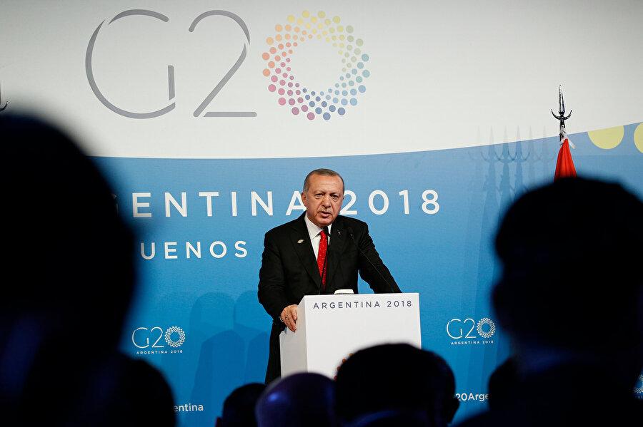 Cumhurbaşkanı Recep Tayyip Erdoğan, G20 Liderler Zİrvesi'nde bir basın toplantısı düzenledi.
