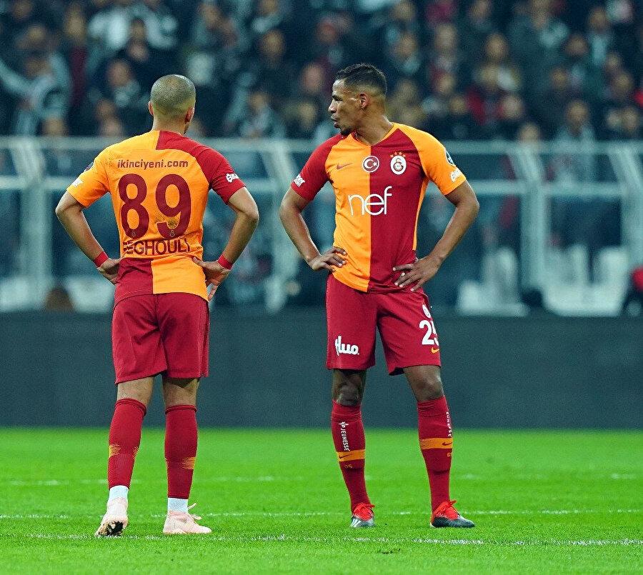 Feghouli ve Fernando oyunun durduğu anda oyun kritiği yapıyor.