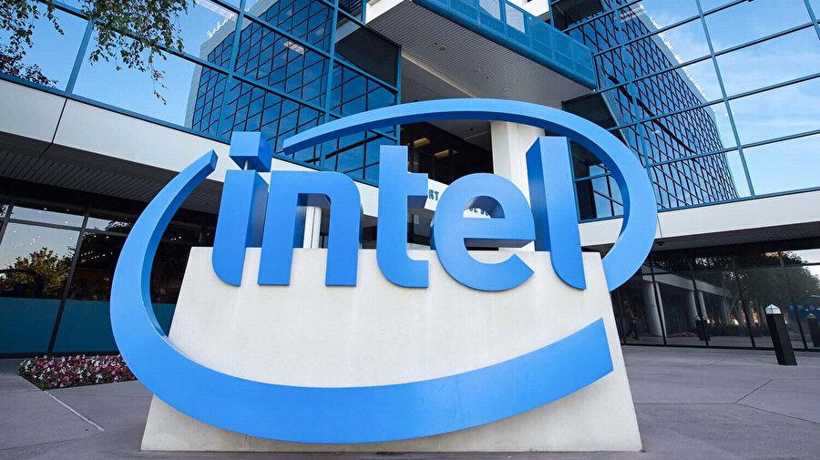Qualcomm'la yolların ayrılması sonrası Apple'ın yeni işlemci üreticisi Intel olmuştu.