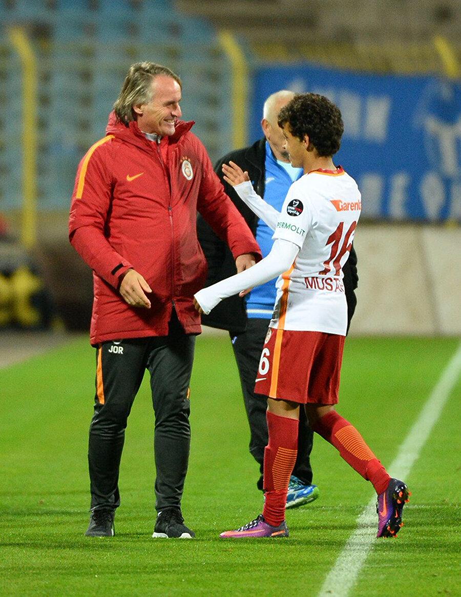 Genç oyuncu, eski teknik direktörlerden Riekerink'in de göz bebeğiydi.