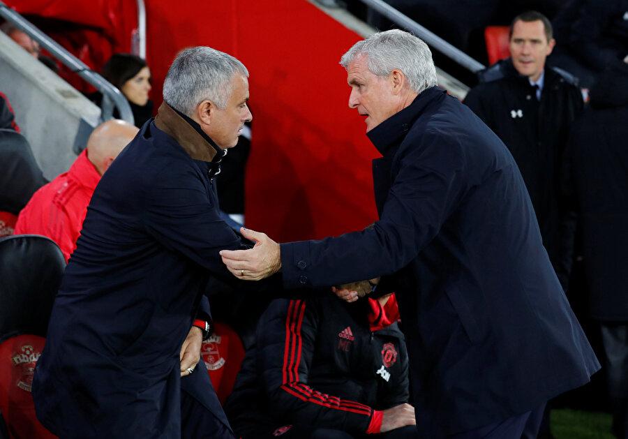 Mark Hughes, Jose Mourinho ile tokalaşırken...