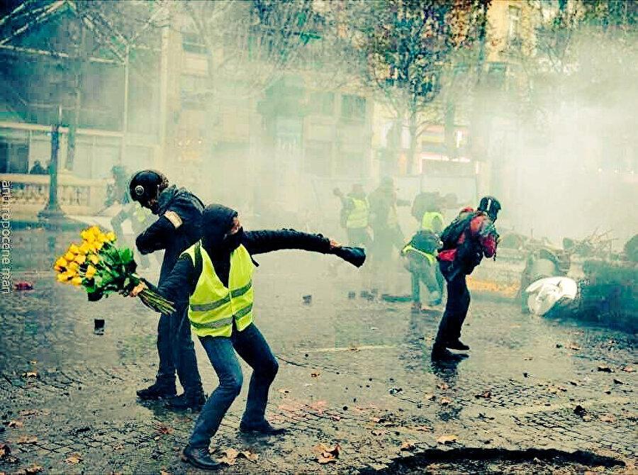 Eylemler Cuma günü Brüksel ve Hollanda'ya da sıçramış; Brüksel'deki gösterilerde 300'e yakın protestocu ana Avrupa Birliği binaları çevresinde eylem yapmıştı.
