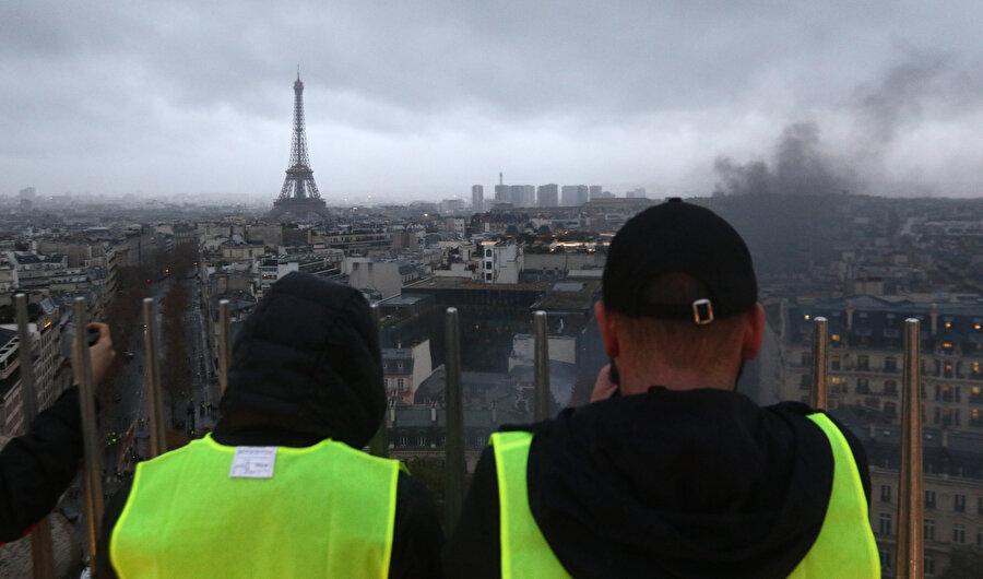 Sarı yelekliler Paris'i birbirine kattı.