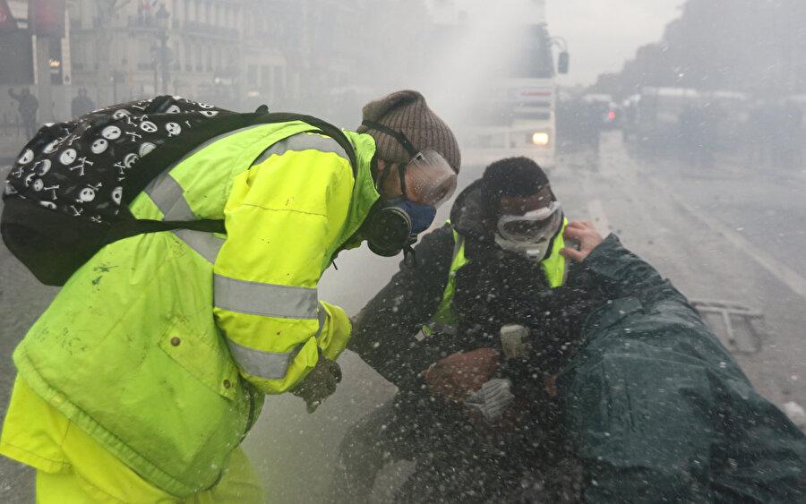 Göstericilerde şuana kadar 1043 kişi yaralandı.