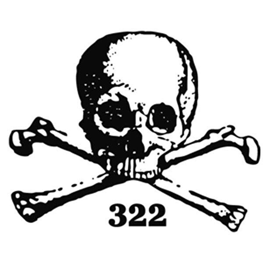 """""""Skull and Bones""""un, yani """"Kurukafa ve Kemikler Klübü""""nün logosu."""