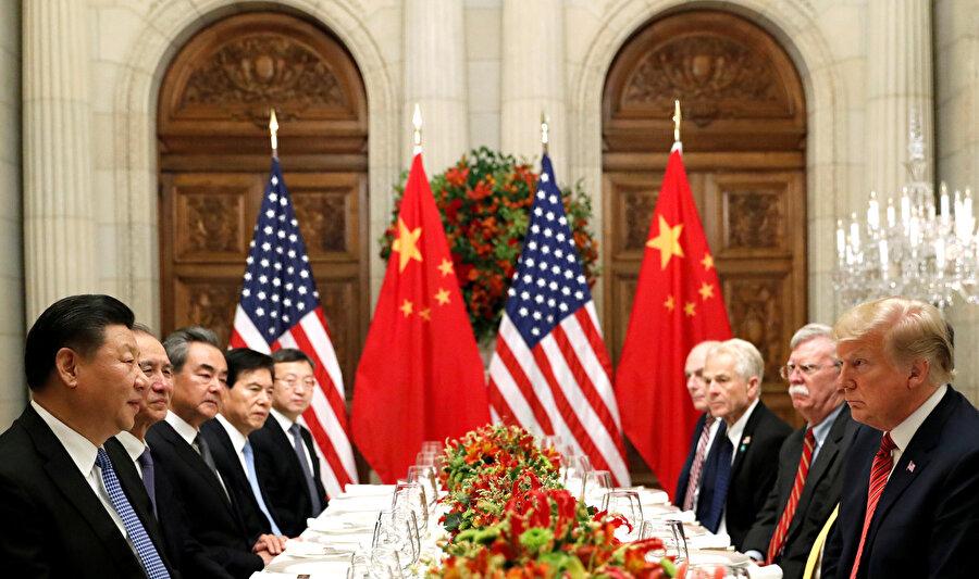 ABD Başkanı Donald Trump ve Çin Devlet Başkanı Şi Cinping ile akşam yemeğinde buluştu.