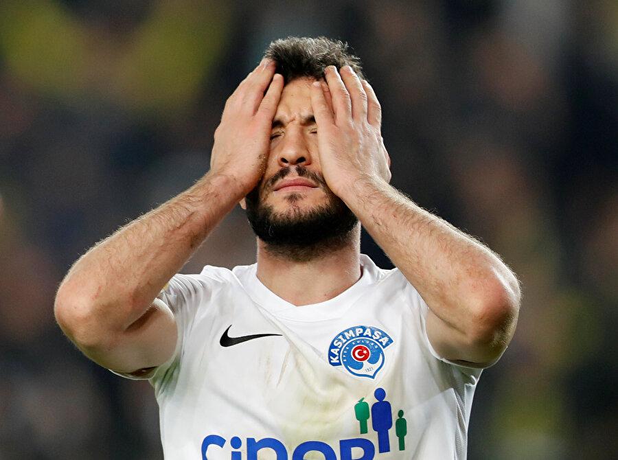 Fenerbahçe'nin ikinci golüne neden olan sol bek moral olarak çöküyor...