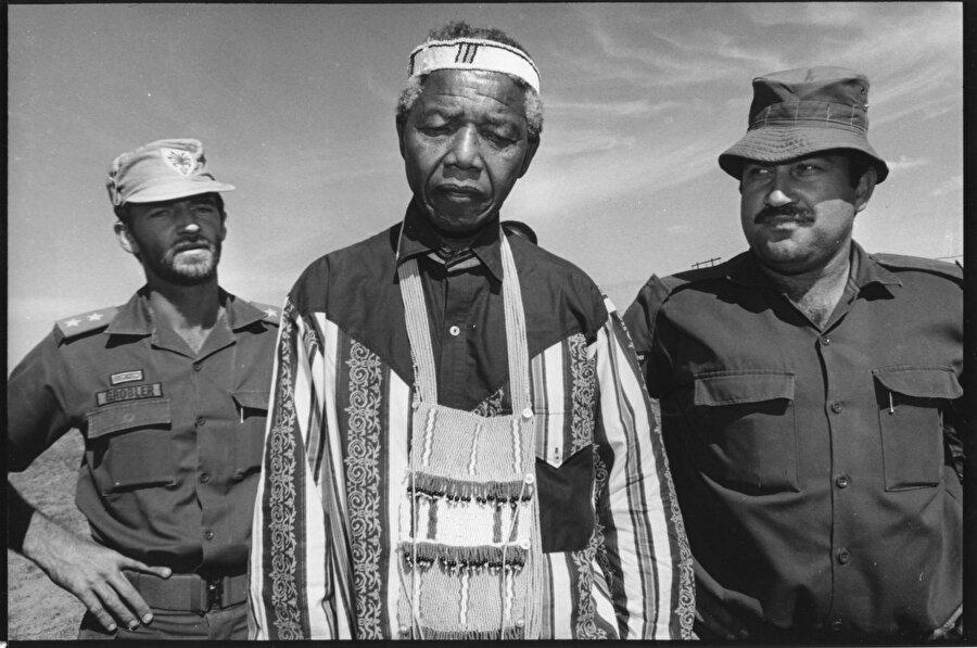 Mandela 'vatana ihanetten' yargılandı.