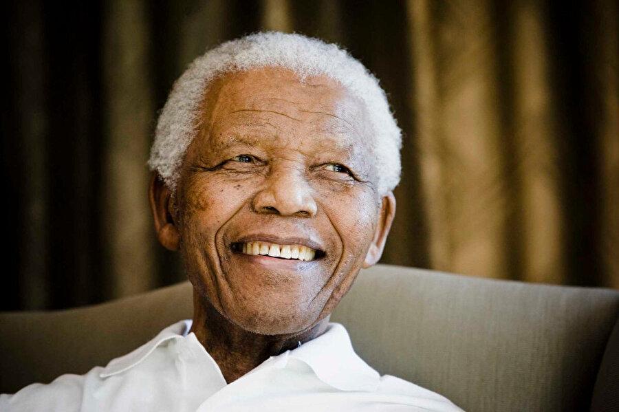 1994'te seçimi kazanarak ilk siyah cumhurbaşkanı oldu.
