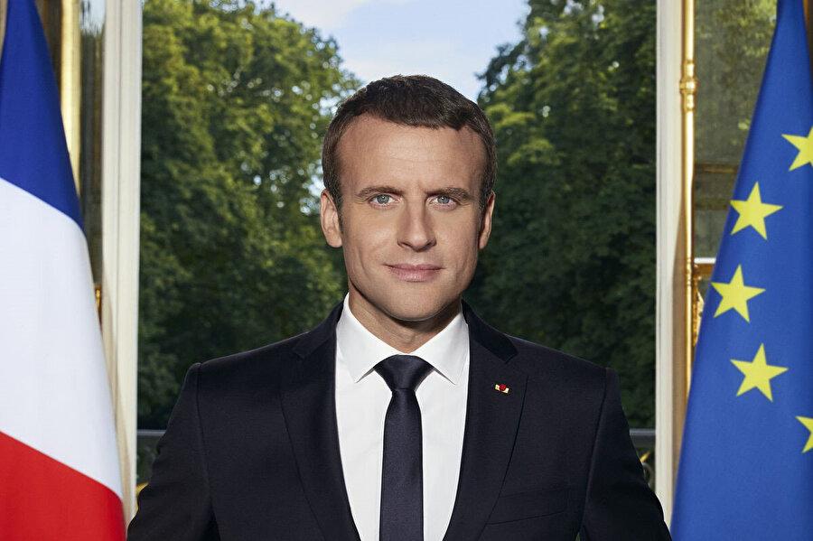 Macron'un Çarşamba ve Perşembe günleri Sırbistan'ın başkenti Belgrad'a yapacağı ziyaretin ertelendiği belirtildi.