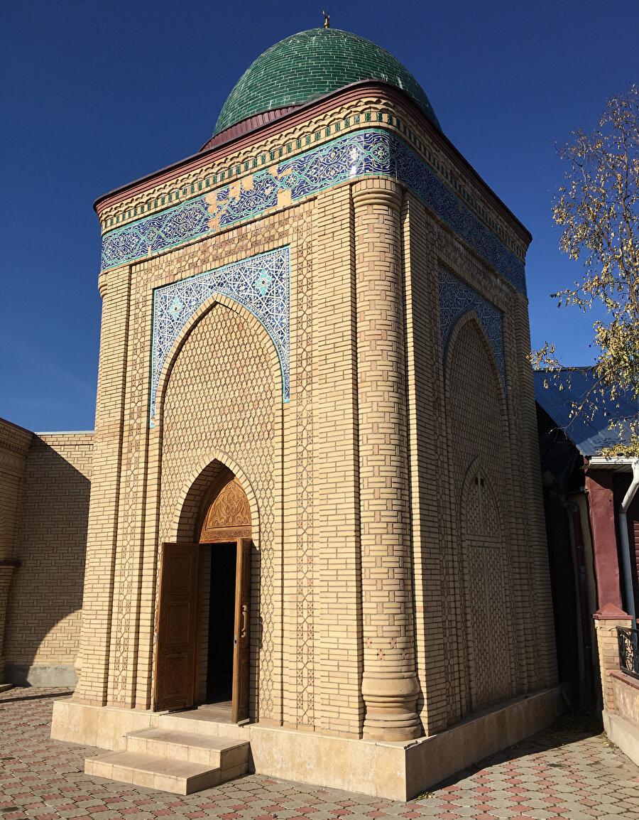 İmam Serahsî'nin türbesi, 2011-12'de Türkiye Diyanet Vakfı tarafından ihya edildi.